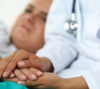 estudiar el curso de cuidados al paciente te especializará para trabajar con enfermos de cáncer
