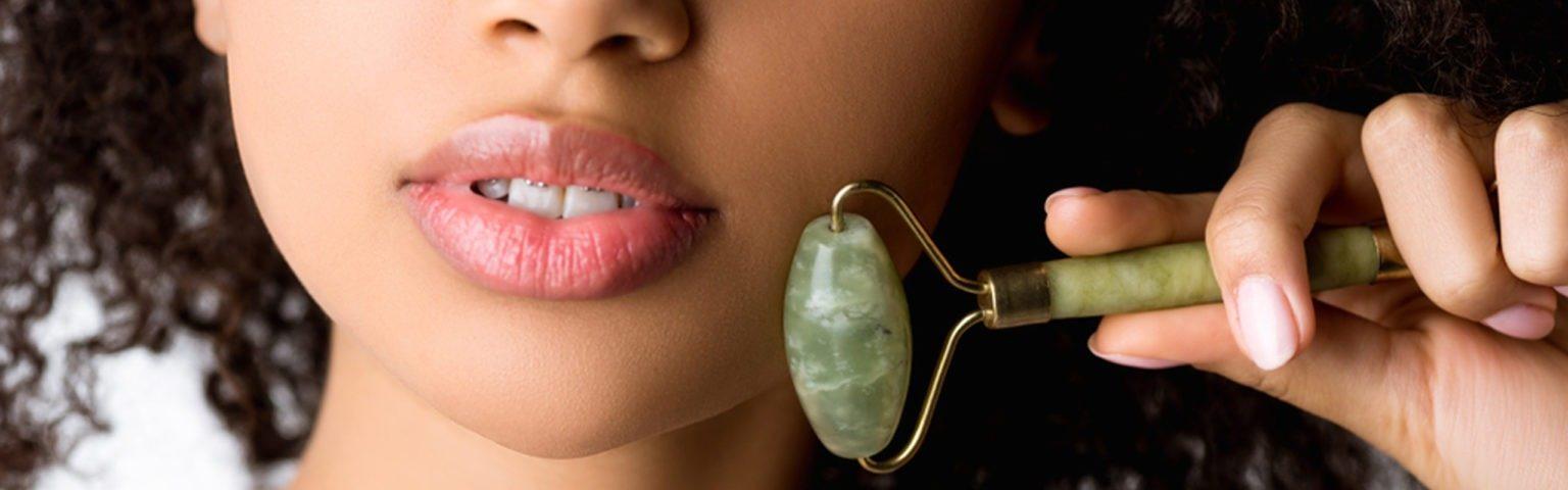 Los masajes faciales sirven para relajar los músculos del rostro y retardar el envejecimiento