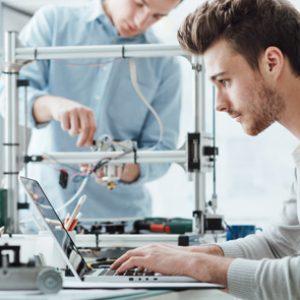 estudiar el máster en reparaciones y montajes de equipos informáticos te especializará en una profesión de alta demanda